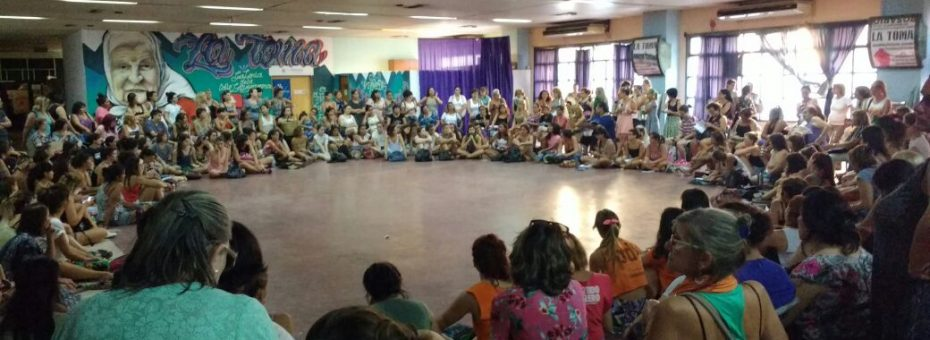 """""""Nuestro feminismo no es un golpe de suerte"""": crónica de la asamblea en Rosario de cara al #8M"""