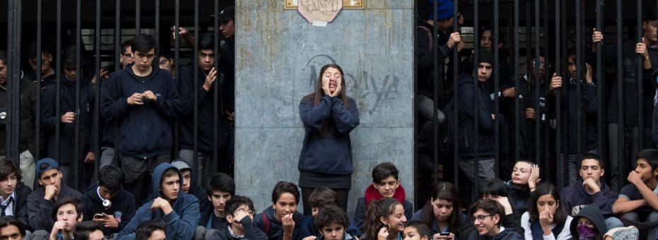 """¿Un mayo chileno? Universidades y colegios en """"toma feminista"""""""