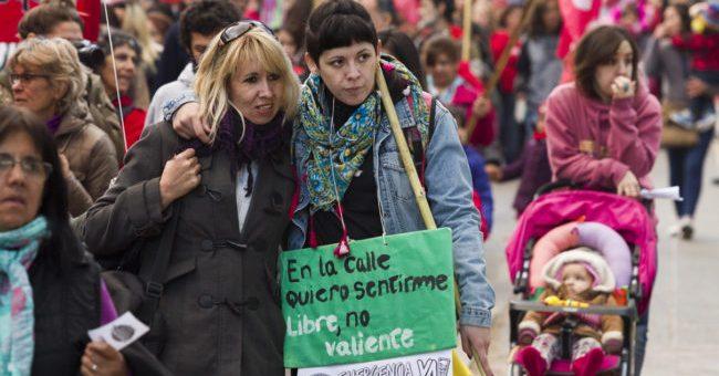 Activistas feministas despidieron a Ivana Rosales en Neuquén
