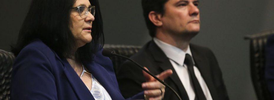 Asociación de juristas evangélicos fundada por la ministra Damares Alves amplía lobby en el gobierno brasileño